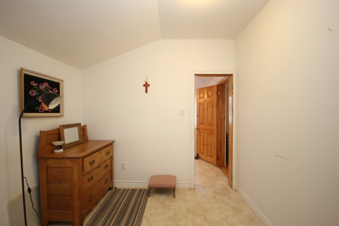 2 Bedrooms Bedrooms, ,1 BathroomBathrooms,Single Family Home,For Sale,1099