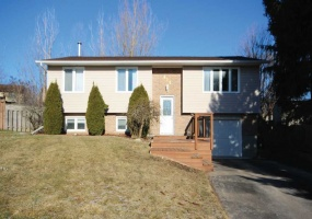 826 Slocan Place